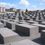 http://www.berlijntrip.nl/wp-content/uploads/2013/11/Holocaust-Monument-36784.jpg